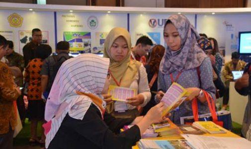 FKM UI Berpartisipasi pada World Post Graduate Expo