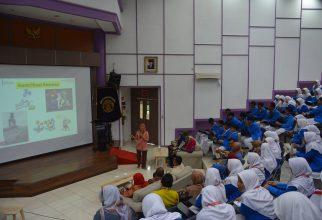 Siswa-siswi SMA Negeri 1 Manyar Kunjungi FKM UI