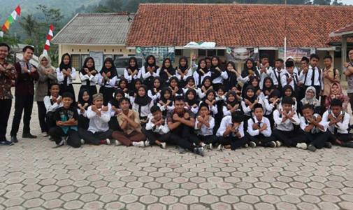 Tim Pengabdian Masyarakat FKM UI Berikan Edukasi Hidup Sehat Bagi Siswa SMP di Babakan Madang