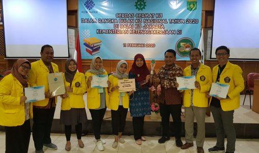 Tiga Mahasiswa Magister K3 FKM UI Juara Lomba Cerdas Cermat K3